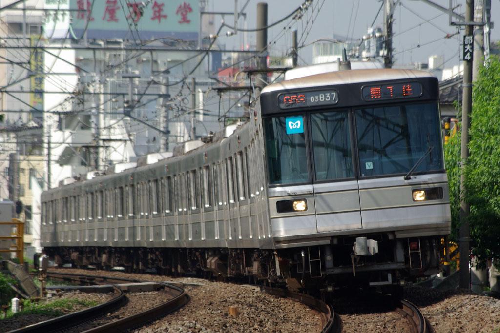 東京メトロ03系03-137Fの写真